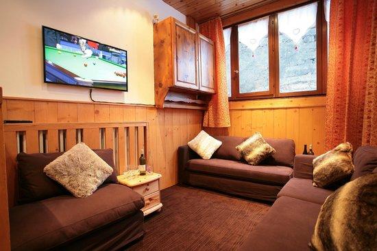 Les Chardons : Snug/TV Room
