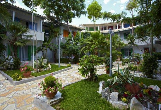 Rouda Bay Hotel: garden