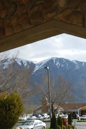 BEST WESTERN Mountain View Inn : view out the front entrance