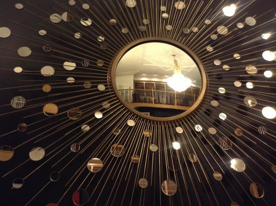 Cavendish Hotel: Sun mirror in the library at the Cavendish