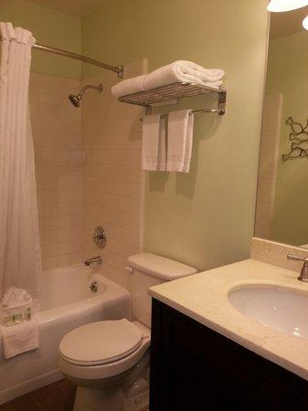 Kings Inn San Diego: Suite Parlor Bathroom
