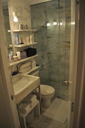 Delano South Beach Hotel: banheiro muito pequeno