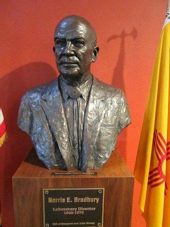 Bradbury Science Museum: Bust of Bradbury
