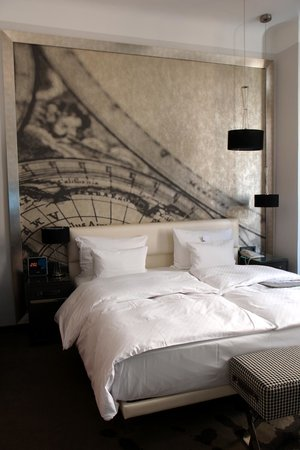 Le Meridien Grand Hotel Nurnberg: Nicely decorated room and comfortable bed!