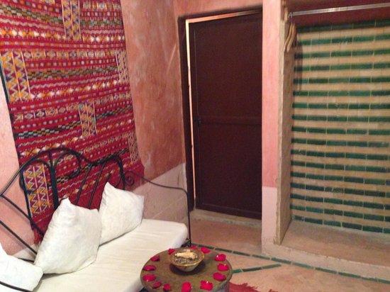 Riad Adraoui: Habitación