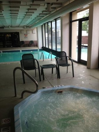 Drury Inn & Suites Houston Near The Galleria: nice indoor/outdoor pool!