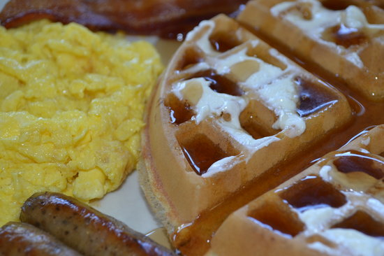 Kings Inn San Diego: Can't go wrong with a Waffle Platter!