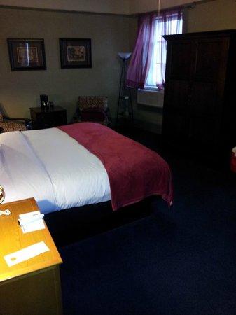 1905 Basin Park Hotel: room