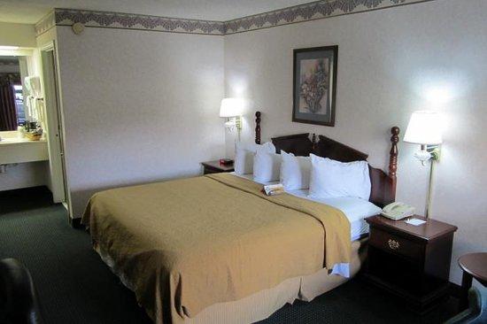 Quality Inn Hillsville : King Bed