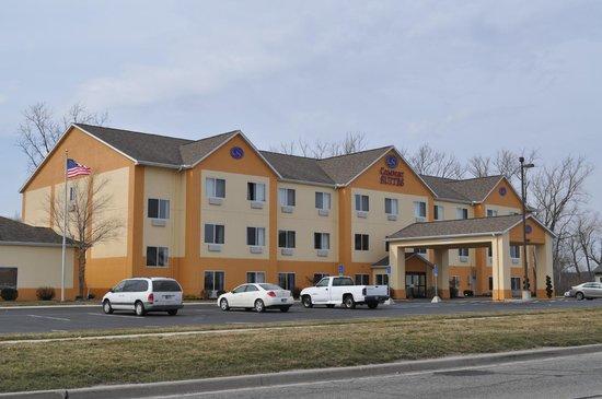 Comfort Suites Auburn: Exterior