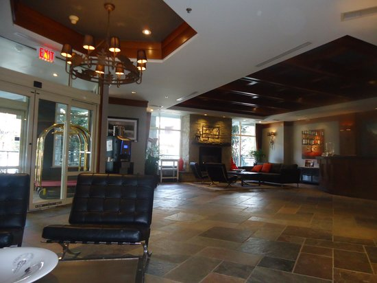 Summit Lodge Boutique Hotel: the hotel foyer