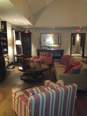 The Orchards Hotel: lobby/sitting room
