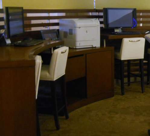 Sheraton Harrisburg-Hershey: Business center has PC's and printer