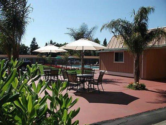 Tri-Valley Inn & Suites: Tri Valley Inn & Suites
