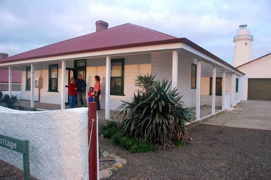 Cape Willoughby Lighthouse Keepers Heritage Accommodation: Cape Willoughby Cottage and Lighthouse