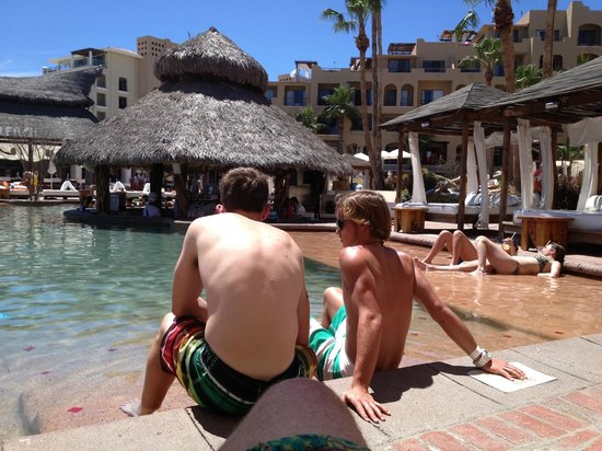ME Cabo: View of the pool bar