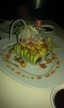 Asia Bay Sushi Bar & Thai: Yummy and great presentation!!!