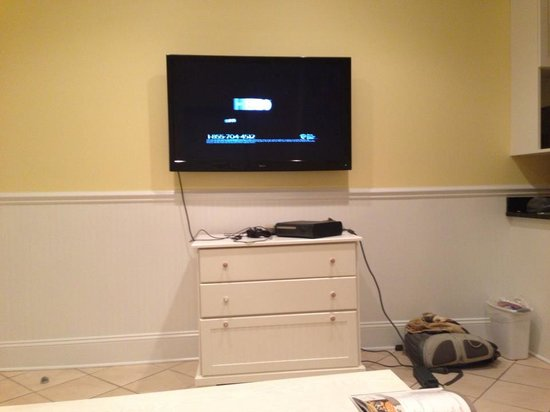 Island Inn of Atlantic Beach: Nice 50 inch HDTV