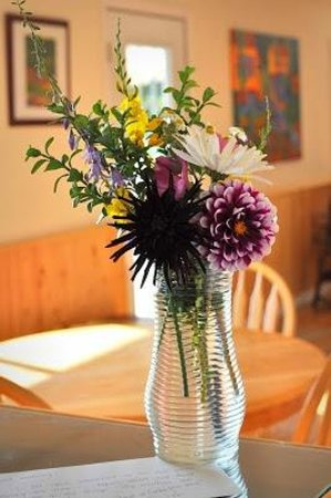 B&B at Salt Spring Apple Company: Fresh flowers greet you on your arrival
