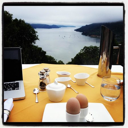 The Sounds Retreat : Breakfast on the sound