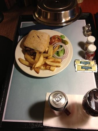 Hilton Garden Inn Phoenix Midtown: room service was tasty and they brought an extra drink!