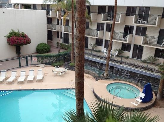Pool and hot tub with waterfall picture of hilton garden - Hilton garden inn midtown phoenix ...
