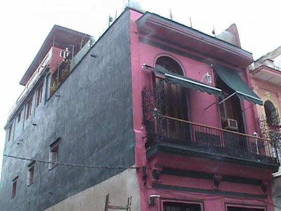 Casa Colonial Yadilis y Joel: La fachada