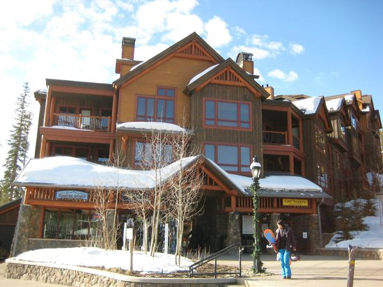 BlueSky Breckenridge: Ski shop on site with free gear storage
