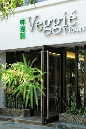 Veggie Planet: Entrance of restaurant