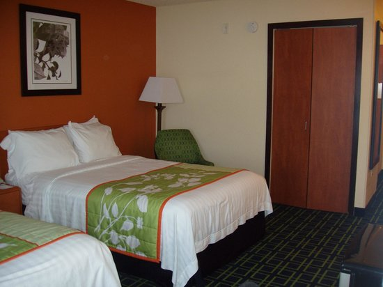 Fairfield Inn & Suites Bend Downtown: Room - 2 queen with closet