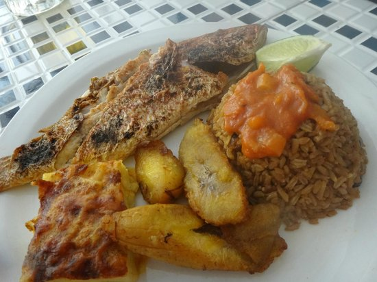 Bahamian Cookin' Restaurant & Bar: Grilled Snapper with Rice, Fried Plantains and Mac & Cheese