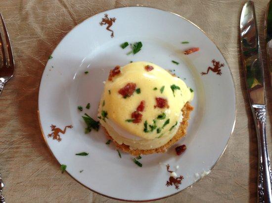 Frogtown Cellars: Fabulous eggs benedict