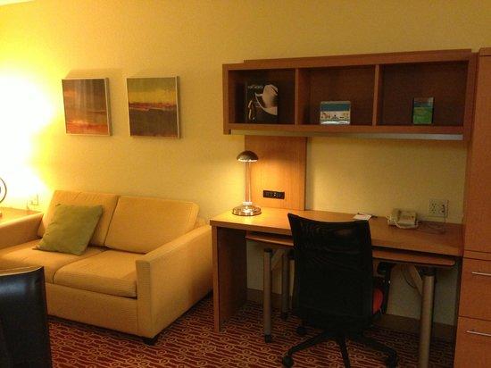 TownePlace Suites Fort Worth Southwest/TCU Area: Desk area