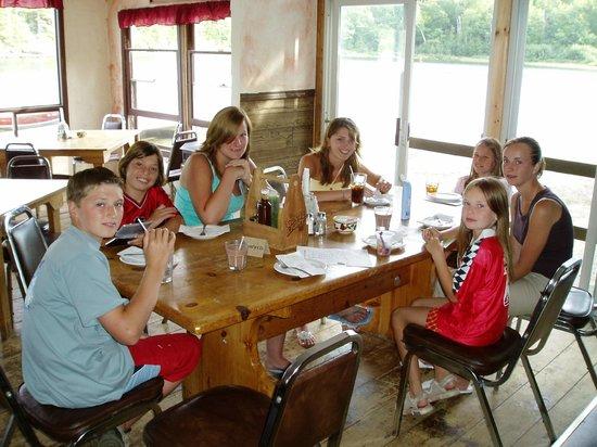 Craganmor Point Resort: Kids table
