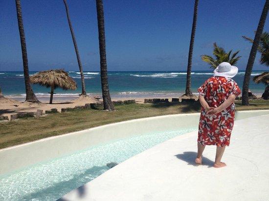 Zoetry Agua Punta Cana: The pool's infinity ledge