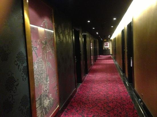 Orchard Hotel Singapore: signature room hallway