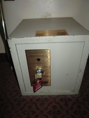Quality Inn & Suites: The safe in the room---a little old, don't you think?