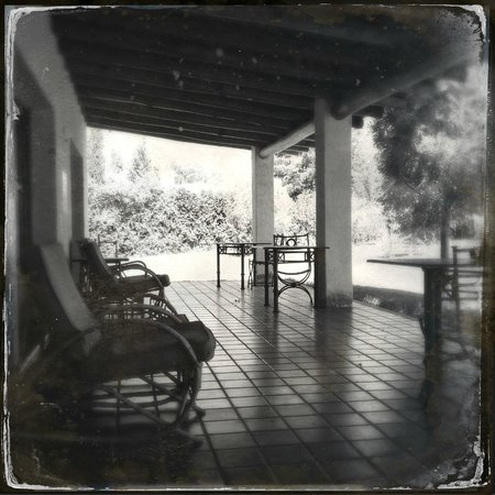 Posada Olivar : The porch right outside our rooms. A good place for a nap.