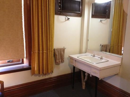 Princes Lodge Motel: budget room
