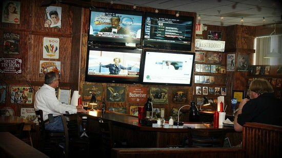 Henry's Casual Cafe: Bar and TV's