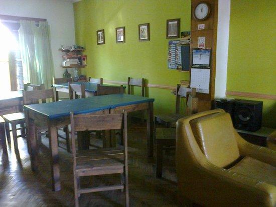Hostel Estacion Mendoza: living-comedor