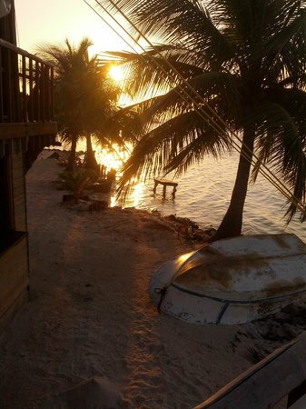 Glovers Reef Basecamp: Beautiful sunset