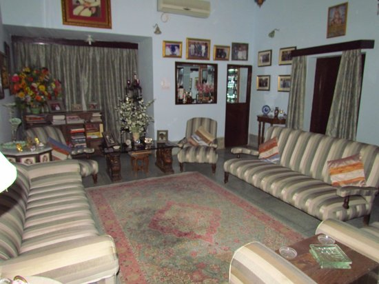 Indrashan: Intimate living room