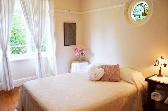 Cecil Street B&B: queen bedroom