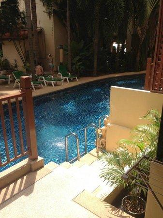 Baumanburi Hotel: poolside room access