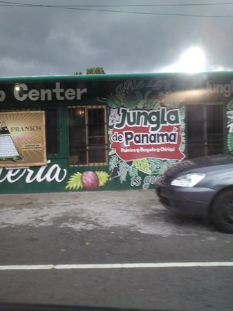 Jungla de Panama Wildlife Refuge: front of restaurant