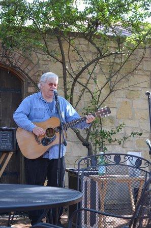 Pedernales Cellars: Live music