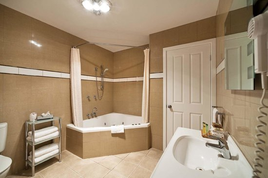Beachfront Voyager Motor Inn: Exec Spa Suite