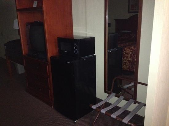 Quality Inn : micro fridge tv