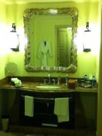 Atlantis, The Palm: Suit bathroom